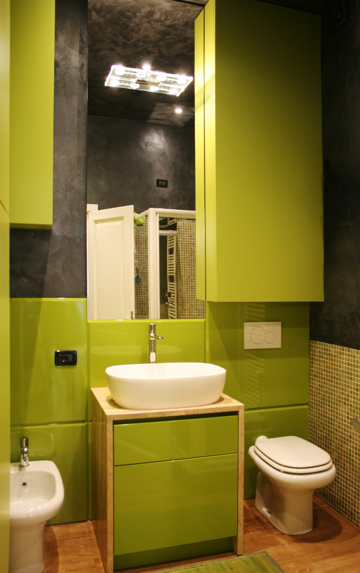 bagno in legno laccato verde lucido