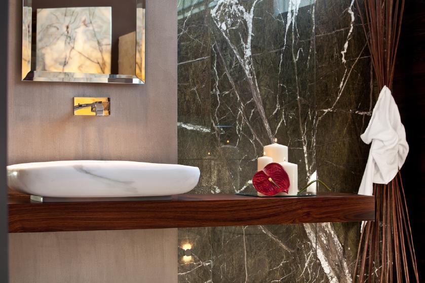 la doccia in marmo